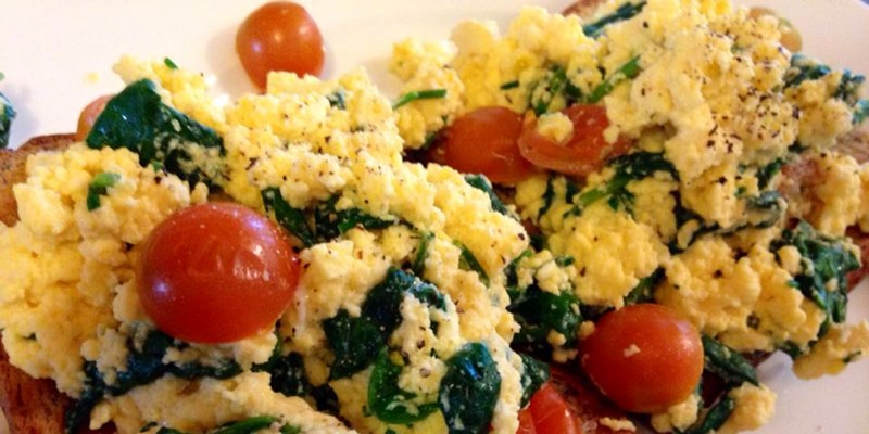 Scrambled Eggs with Spinach and Tomatoes